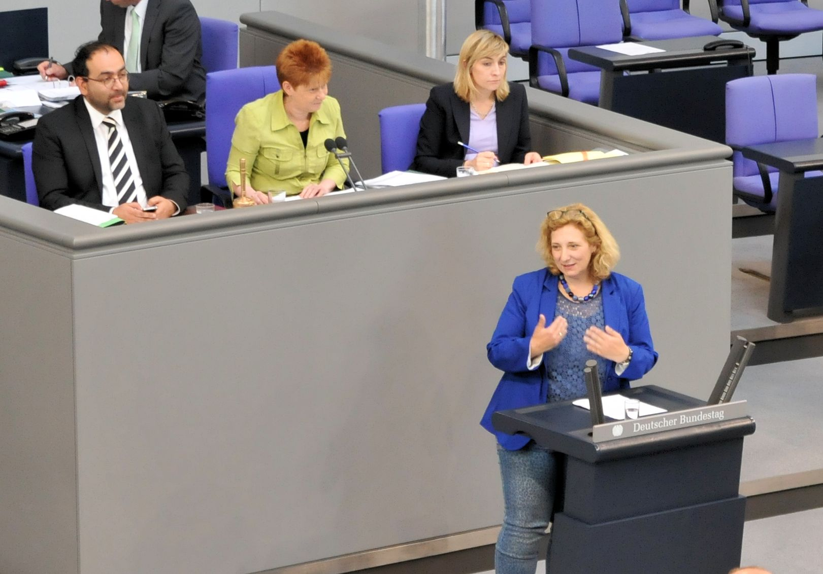 Daniela De Ridder spricht im Plenum