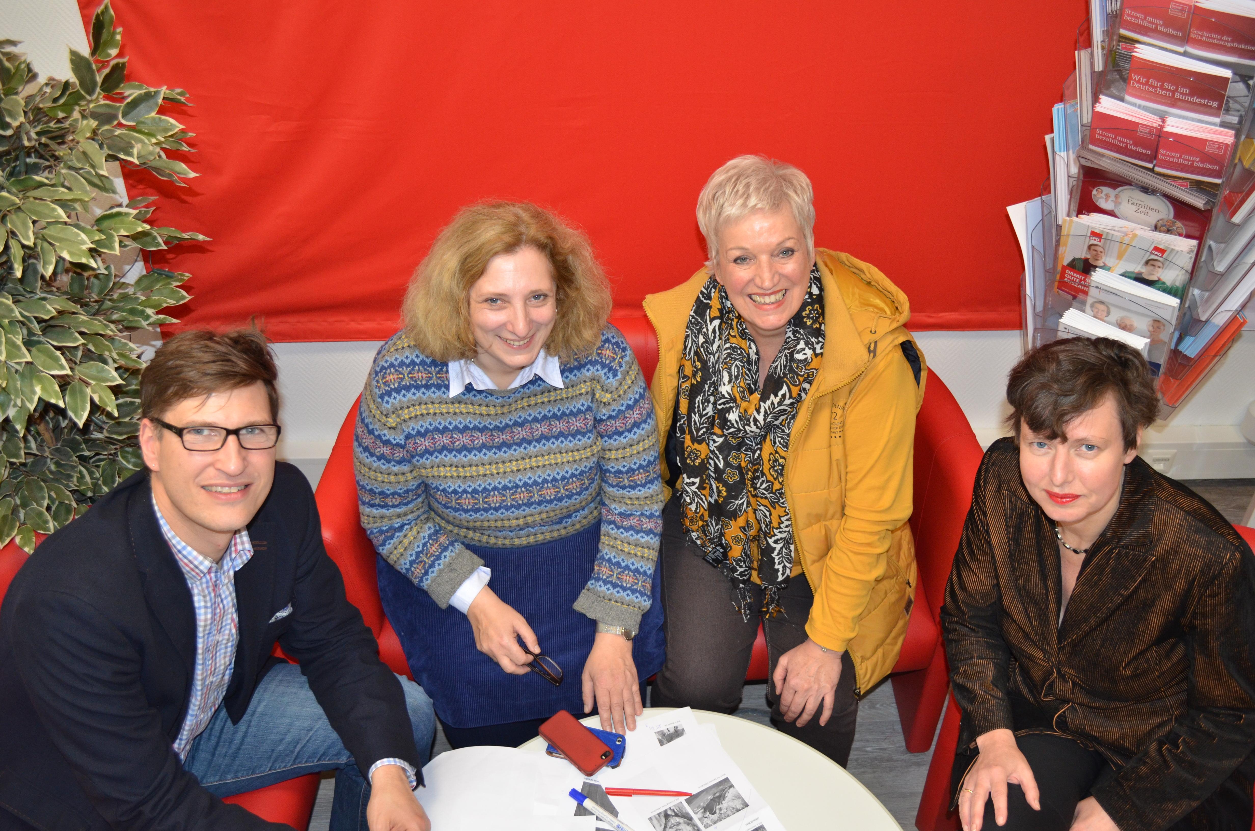 Thomas Niemeyer, Dr. Daniela De Ridder, Ulla Kleinlosen und Meike Behm bildeten die Kunstjury (Foto: Britta Hofmann)