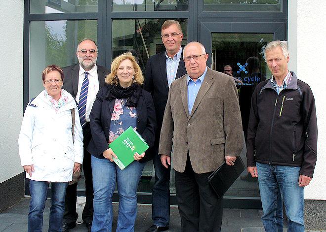 Im Bild: Dr. Daniela De Ridder (3. v. links), Reinhard Meiners (4. v. links) mit Vertretern der SPD Baccum Foto: © SPD