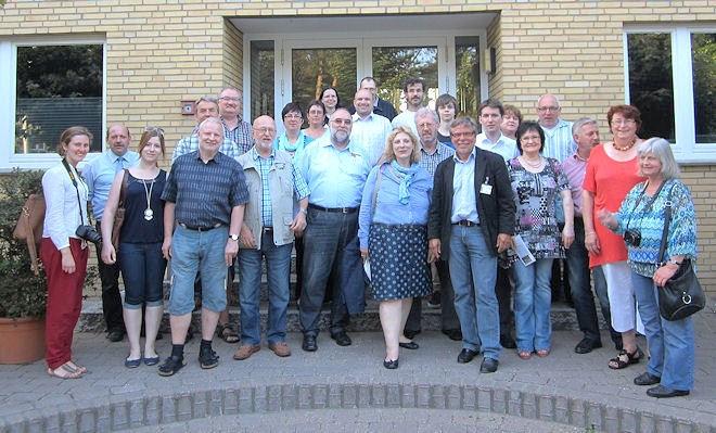 Das Bild zeigt die Besuchergruppe mit der Bundestagskandidatin Daniele De Ridder. Foto: © SPD