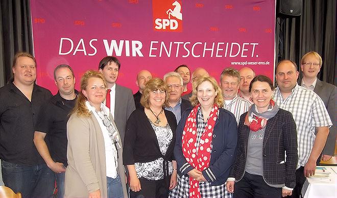 Dr. Daniela De Ridder (6. v. rechts), SPD-Bundestagskandidatin für den Wahlkreis 31 Mittelems mit dem neu gewählten Kreisvorstand. Foto:  © SPD
