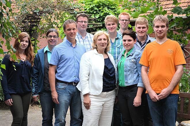 Gruppenfoto: Dr. Daniela De Ridder (Mitte) mit den Mitgliedern des Heimatvereins Ohne. Links Pia Gurlit (Wahlkampfteam). Foto: © SPD