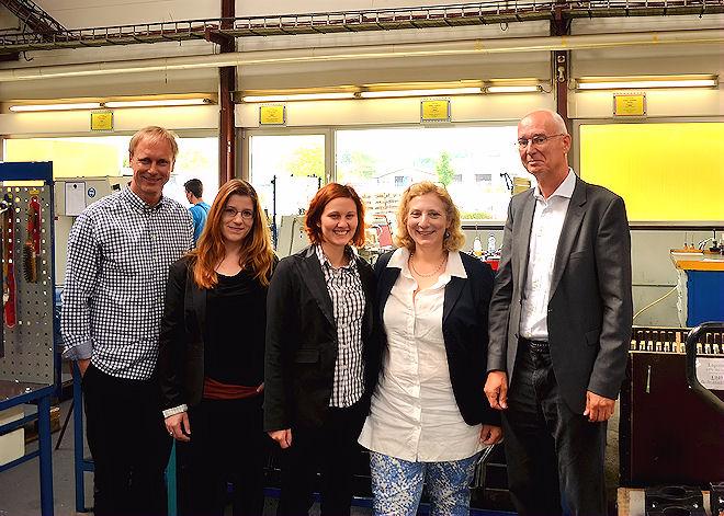 Bild (v.l.): Wolfgang Wesselink, Pia Gurlit, Louisa Tomayer, Dr. Daniela De Ridder, Bernhard Voshaar  Foto: © Privat