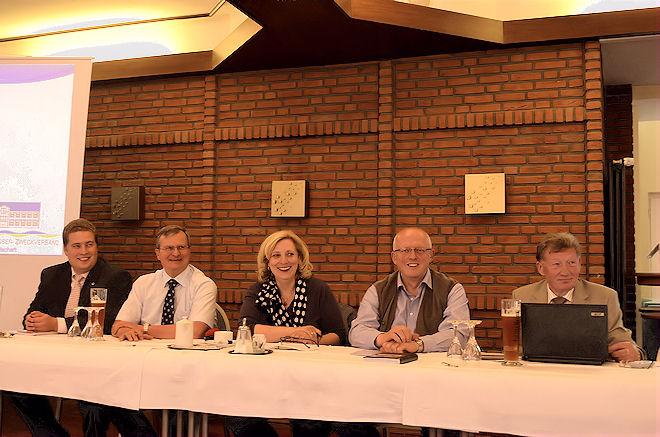 Bild (von links): Manuel Koppik, Bernd Mentgen als Organisatoren der Veranstaltung, SPD-Kreisvorsitzende und Bundestagskandidatin Dr. Daniela De Ridder, Landtagsabgeordneter Gerd Will, WAZ-Geschäftsführer Johann Hans  Foto: © SPD