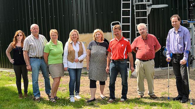 Gruppenfoto (v. lks.) : Pia Gurlit (Wahlkampfteam), Hubert und Angelika Krone (SPD), Irmgard Schlüter (Betreiberin), Dr. Daniela De Ridder (SPD-Bundestagskandidatin), Karl Twenning (Betreiber), Wolfgang Wertenbroch ( SPD), Wolfram De Ridder (SPD)  Foto: © SPD