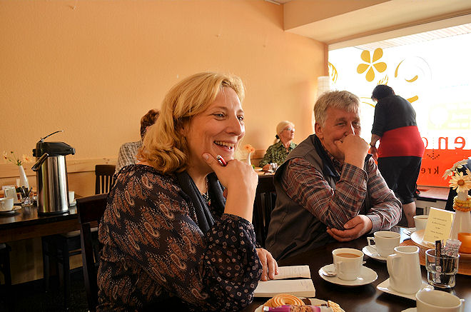 Dr. Daniela De Ridder informierte sich bei den MitarbeiterInnen der Nordhorner Tafel. Foto: © SPD
