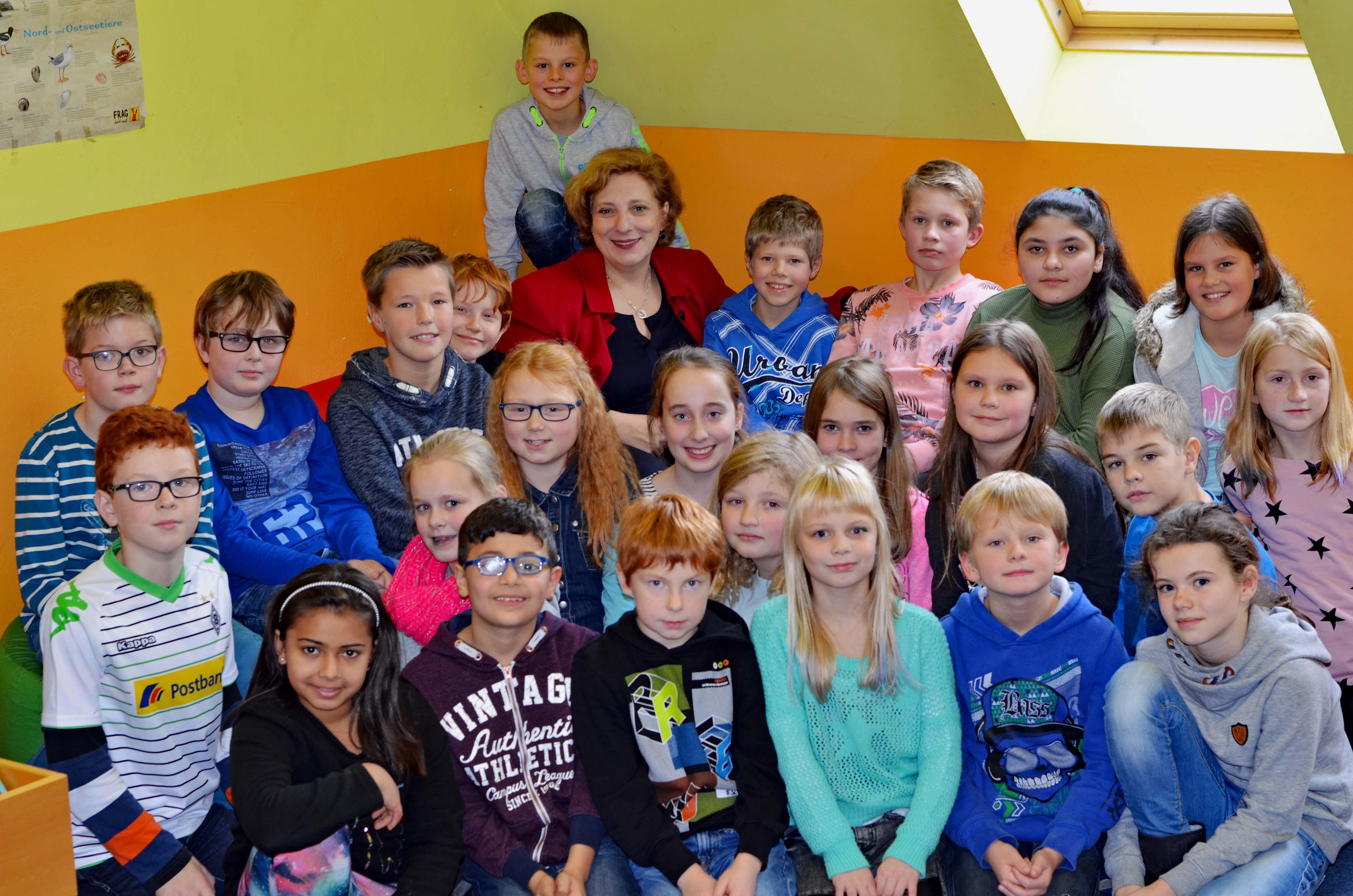 Dr. Daniela De Ridder zu Gast in der Grundschule Uelsen