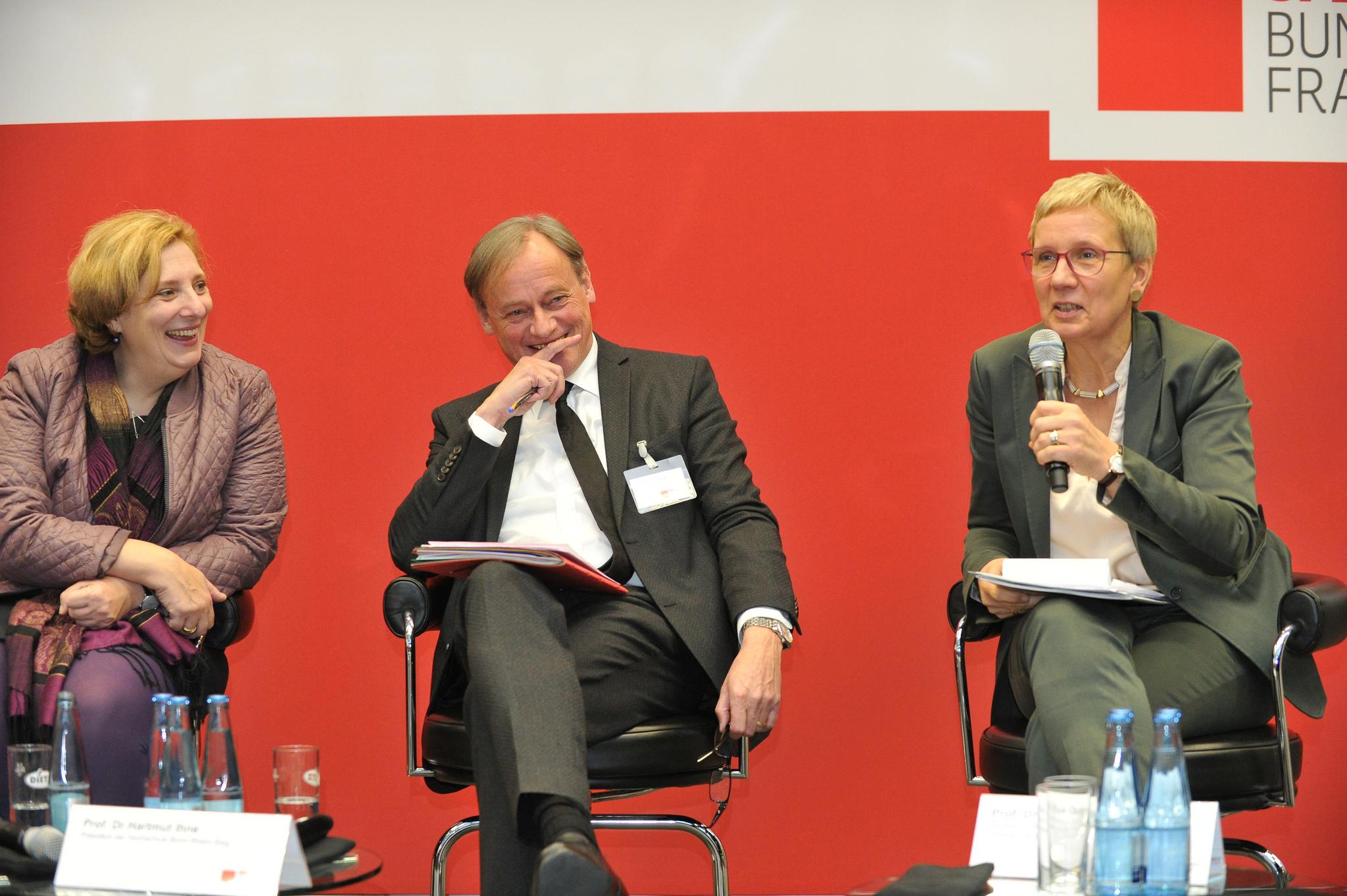 Dr. Daniela De Ridder, Harmut Ihne und Eva Quante-Brandt (Foto: Andreas Amann)