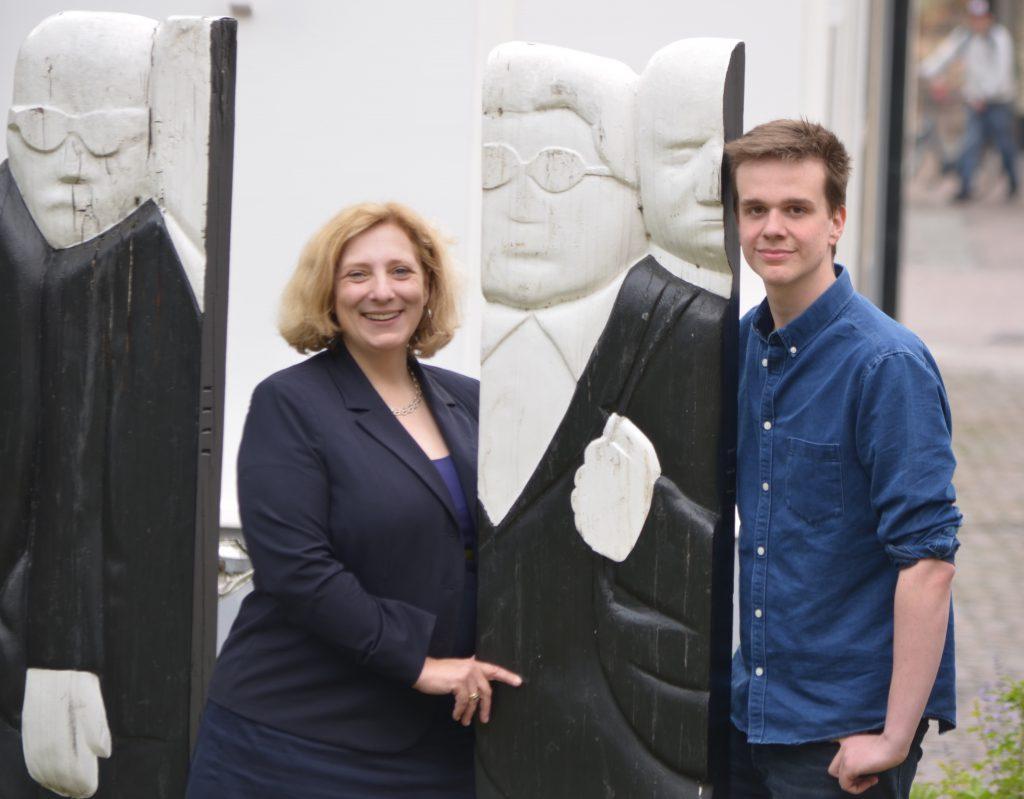 Dr. Daniela De Ridder und Lukas Kampel (Foto: Britta Hofmann)