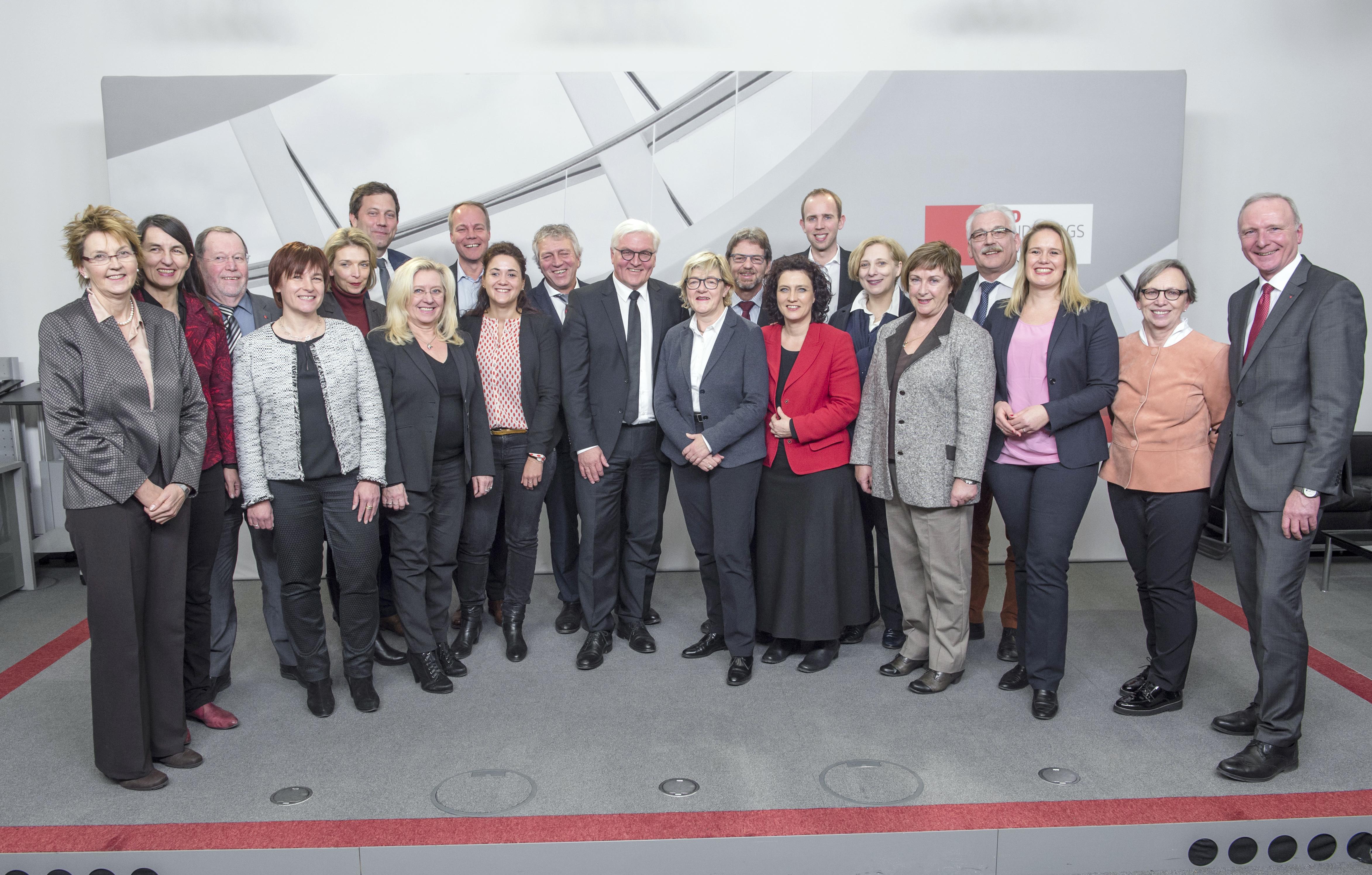 Dr. Frank-Walter Steinmeier und die SPD-Landesgruppe Niedersachsen (Foto: Andreas Amman)