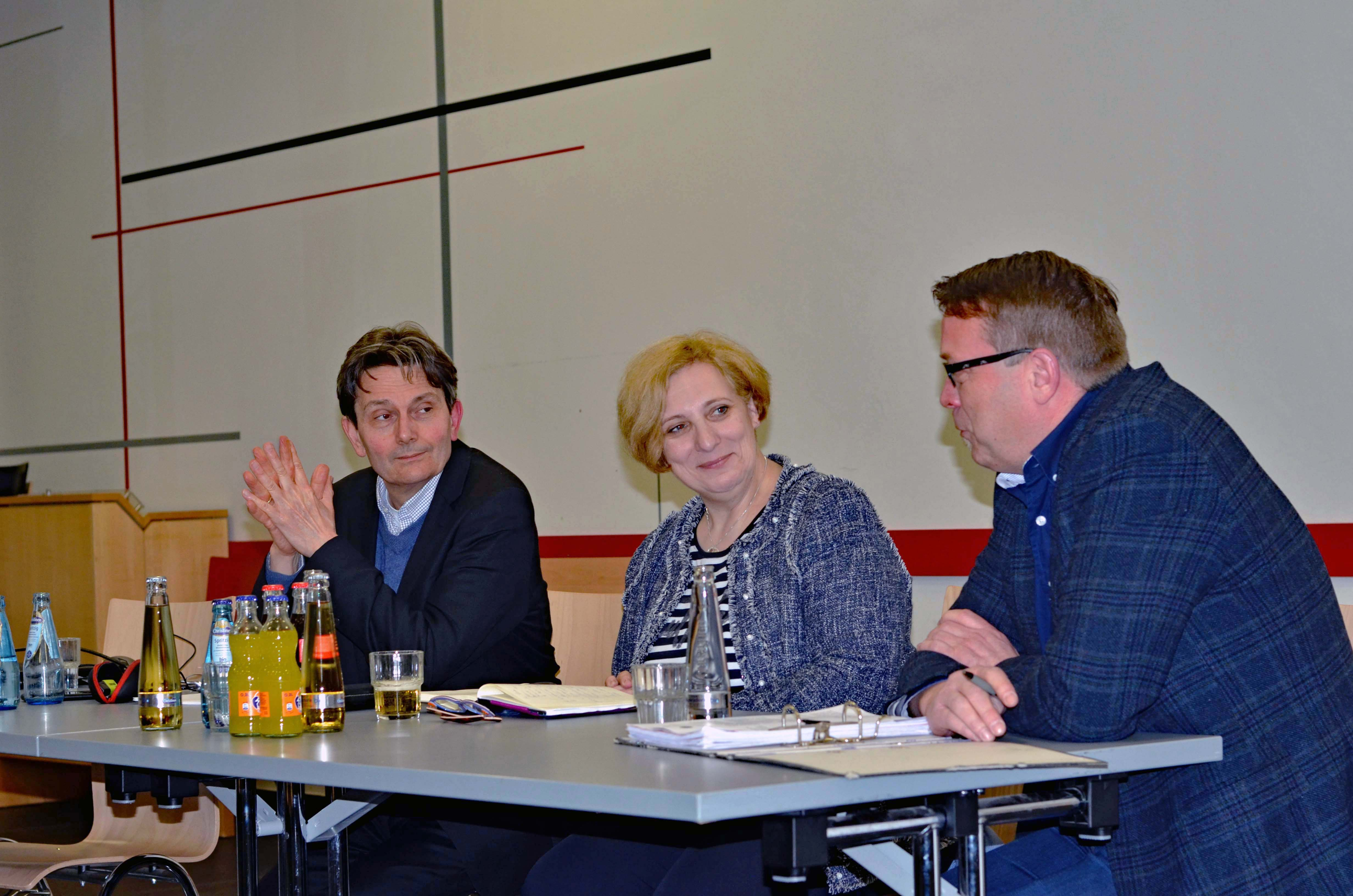Dr. Rolf Mützenich und Dr. Daniela De Ridder im Gespräch