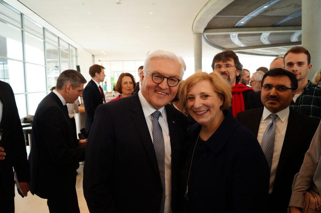 Bundespräsident Dr. Frank-Walter Steinmeier und Dr. Daniela De Ridder nach der Vereidigung