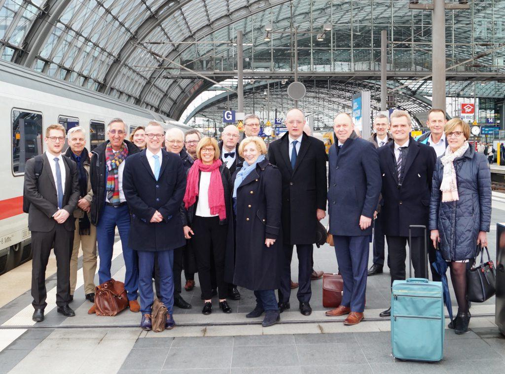 Dr. Daniela De Ridder und die Vertreterinnen und Vertreter der EUREGIO in Berlin