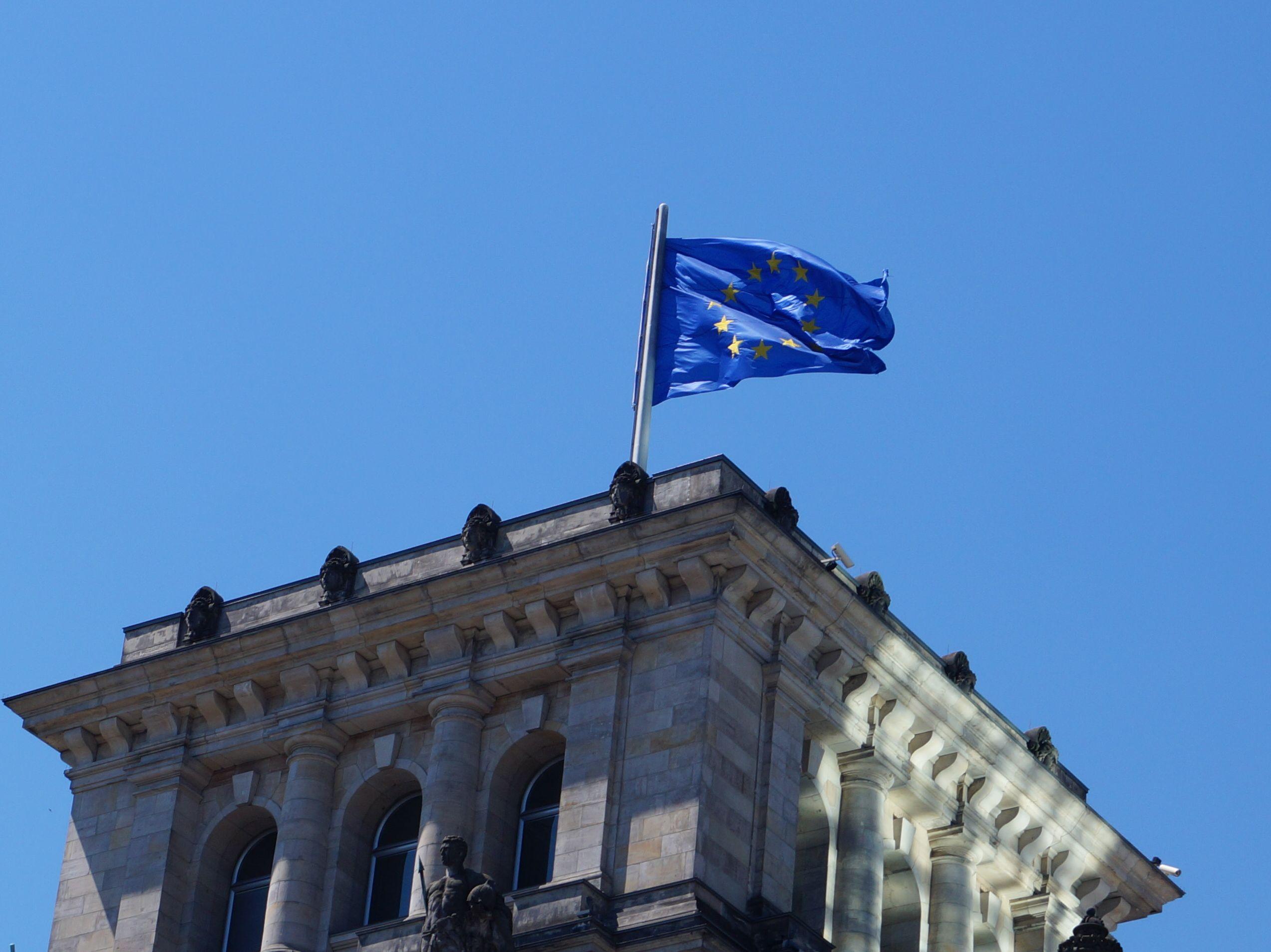 Europaflagge auf dem Bundestag