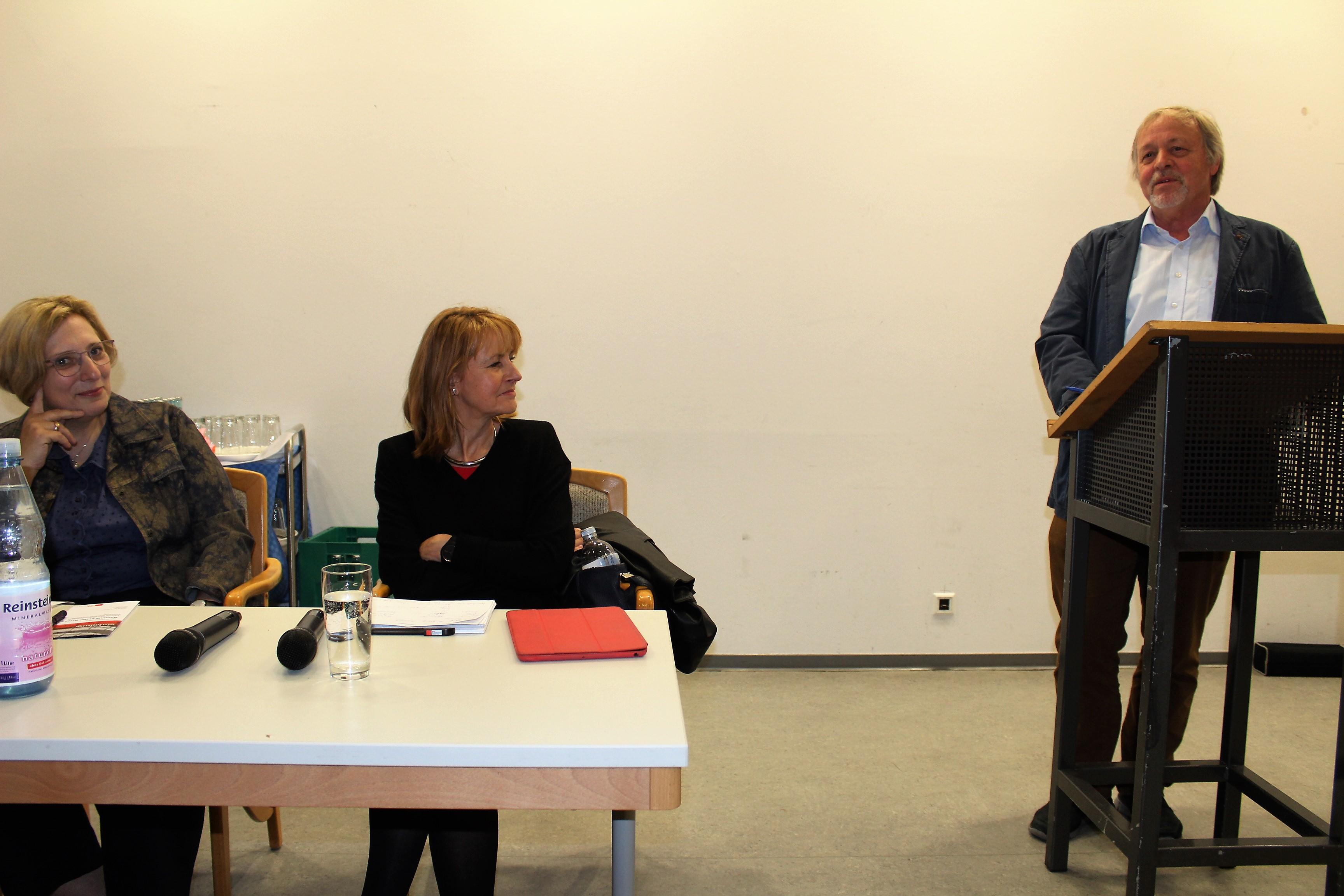Dr. Daniela De Ridder, Dr. Edelgard Bulmahn und Bernhard Bendik bei der 'Fraktion vor Ort' (Foto: Johannes Franke)