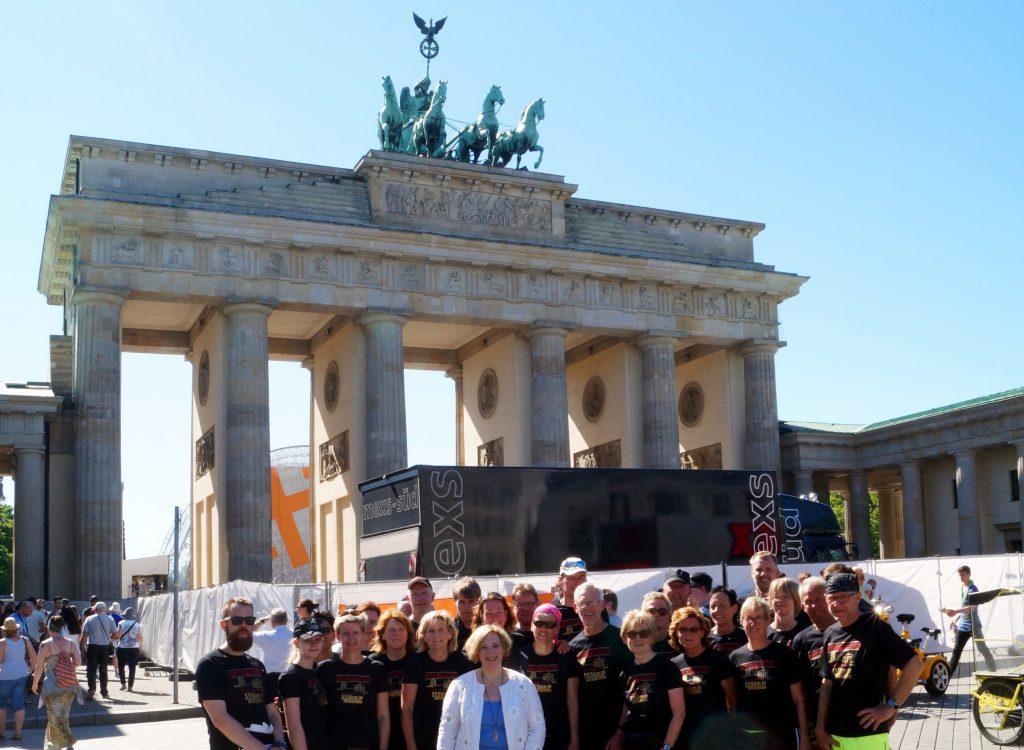 Dr. Daniela De Ridder und das Team des Höllenlaufs aus Schüttorf am Ziel in Berlin