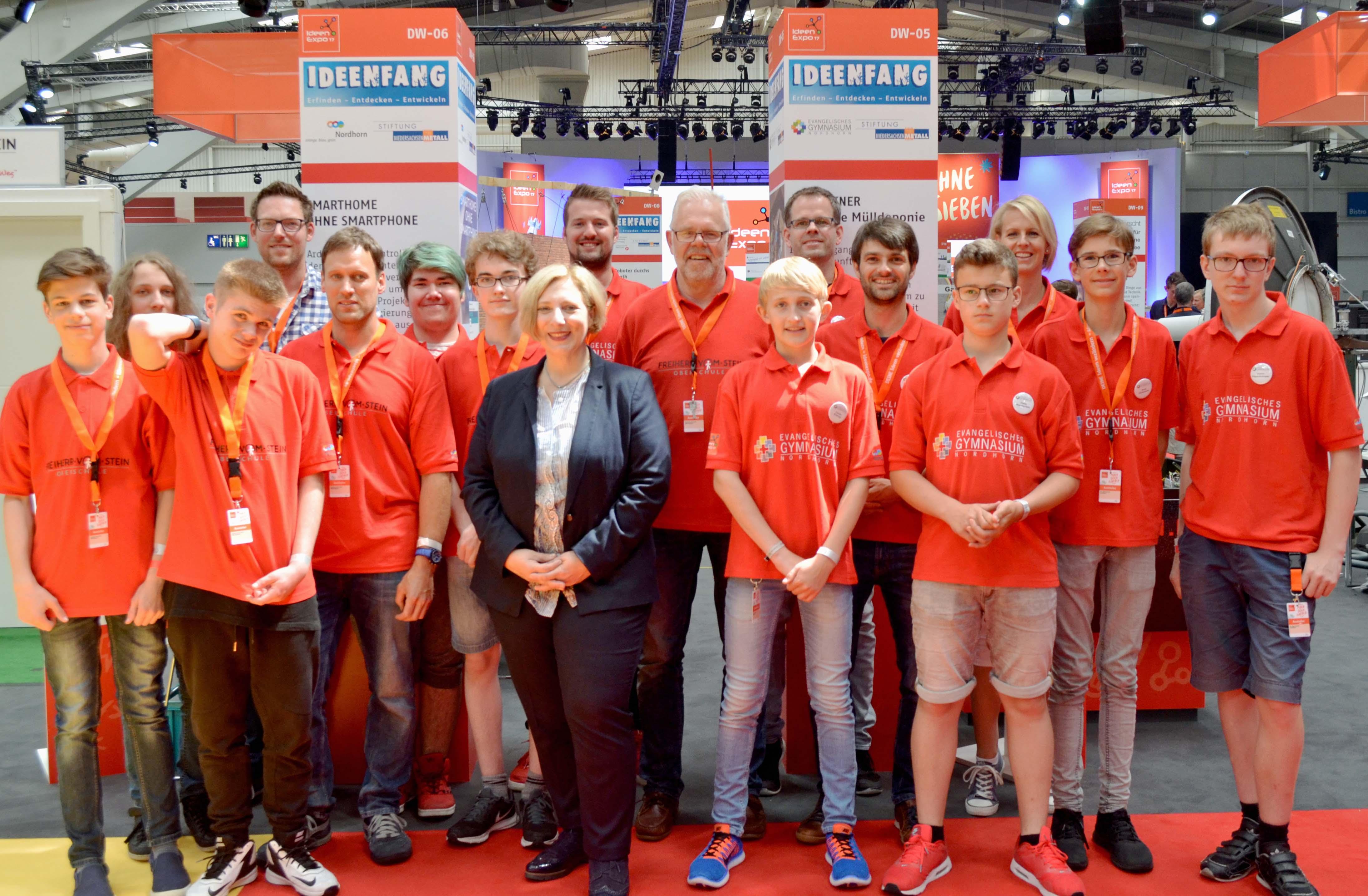 Dr. Daniela De Ridder mit dem Gymnasium und der Freiherr-vom-Stein Oberschule aus Nordhorn auf der Ideenexpo 2017