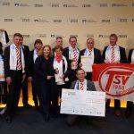 Dr. Daniela De Ridder und die Mitglieder des TSV Georgsdorf bei der Verleihung 'Sterne des Sports' 2016