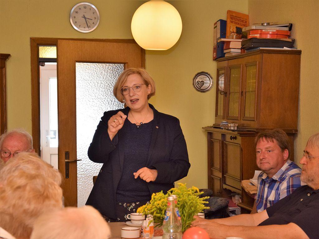 Dr. Daniela De Ridder zu Gast bei der AWO in Neuenhaus
