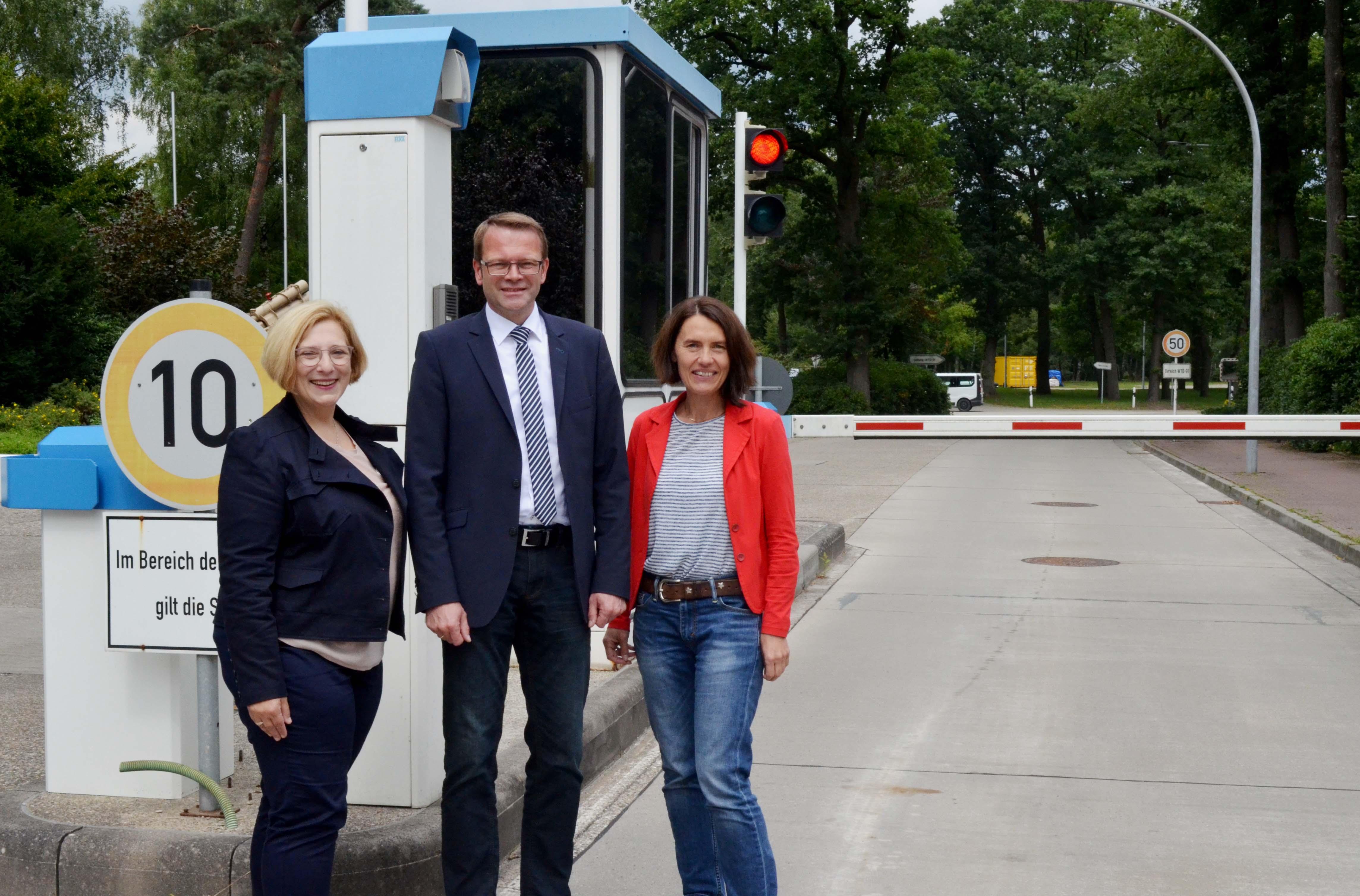 Dr. Daniela De Ridder, Dieter Grönninger und Andrea Kötter bei der Wehrtechnischen Dienststelle