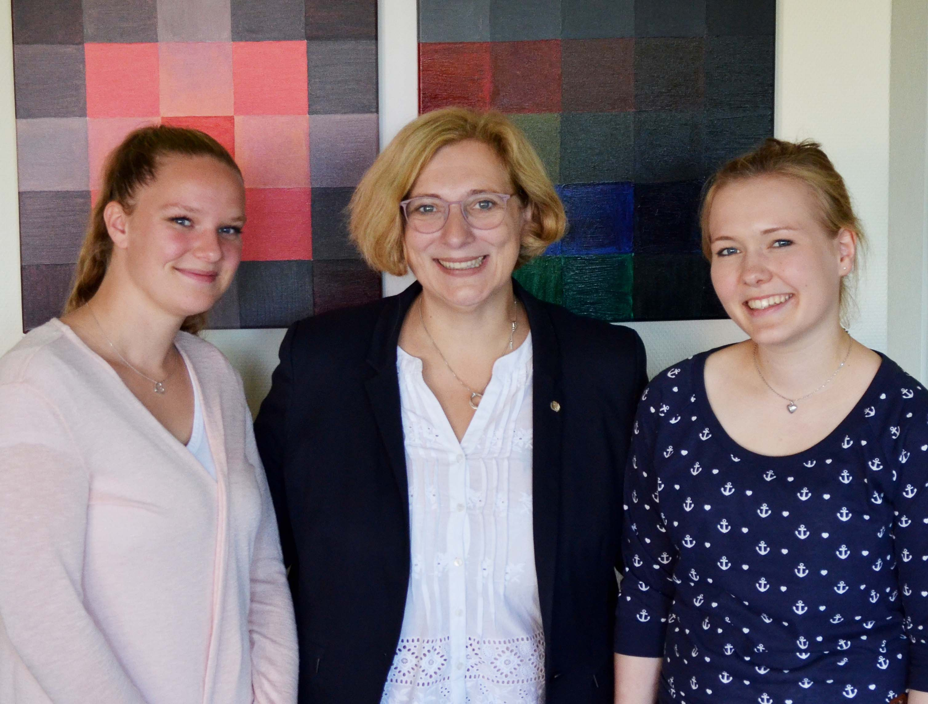 Isa-Sophie Upadek, Dr. Daniela De Ridder und Marie Baalmann