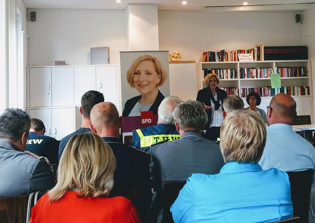 Dr. Daniela De Ridder bei der Blaulichtkonferenz in Nordhorn