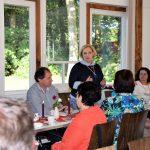 SPD-Bundestagsabgeordnete Dr. Daniela De Ridder und die Genossinnen und Genossen aus Nordhorn im Gespräch mit interessierten Bürgerinnen und Bürgern