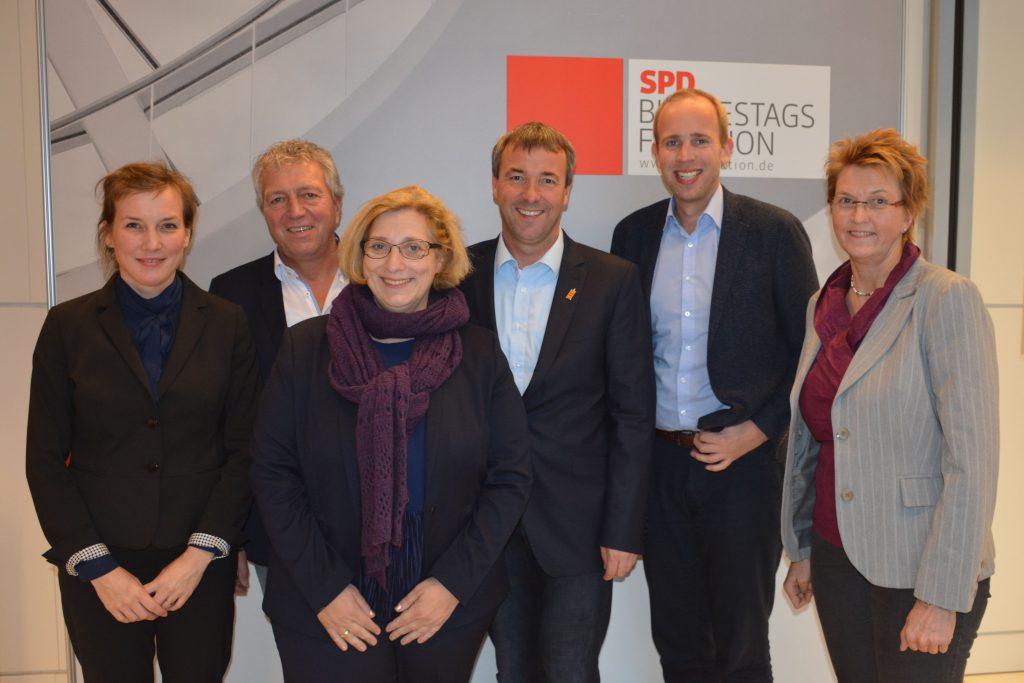 V.l.n.r.: Siemtje Möller, Reiner Spiering, Dr. Daniela De Ridder, Johann Saathoff, Dennis Rohde und Susanne Mittag