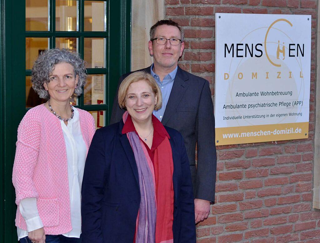 Geschäftsführerin Marion Mensen, SPD-Bundestagsabgeordnete Dr. Daniela De Ridder und Einrichtungsleiter Michael Reinink