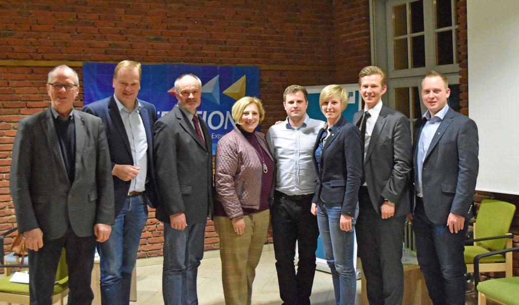 V.l.n.r.: Friedrich Ostendorff (Grüne), Albert Stegemann (CDU), Georg Meiners (VEL), Dr. Daniela De Ridder (SPD), Erwin Schmit (KLJB), Kathrin Agethen (KLJB), Matthias Seestern-Pauly (FDP), Sebastian Bartels (KLJB)