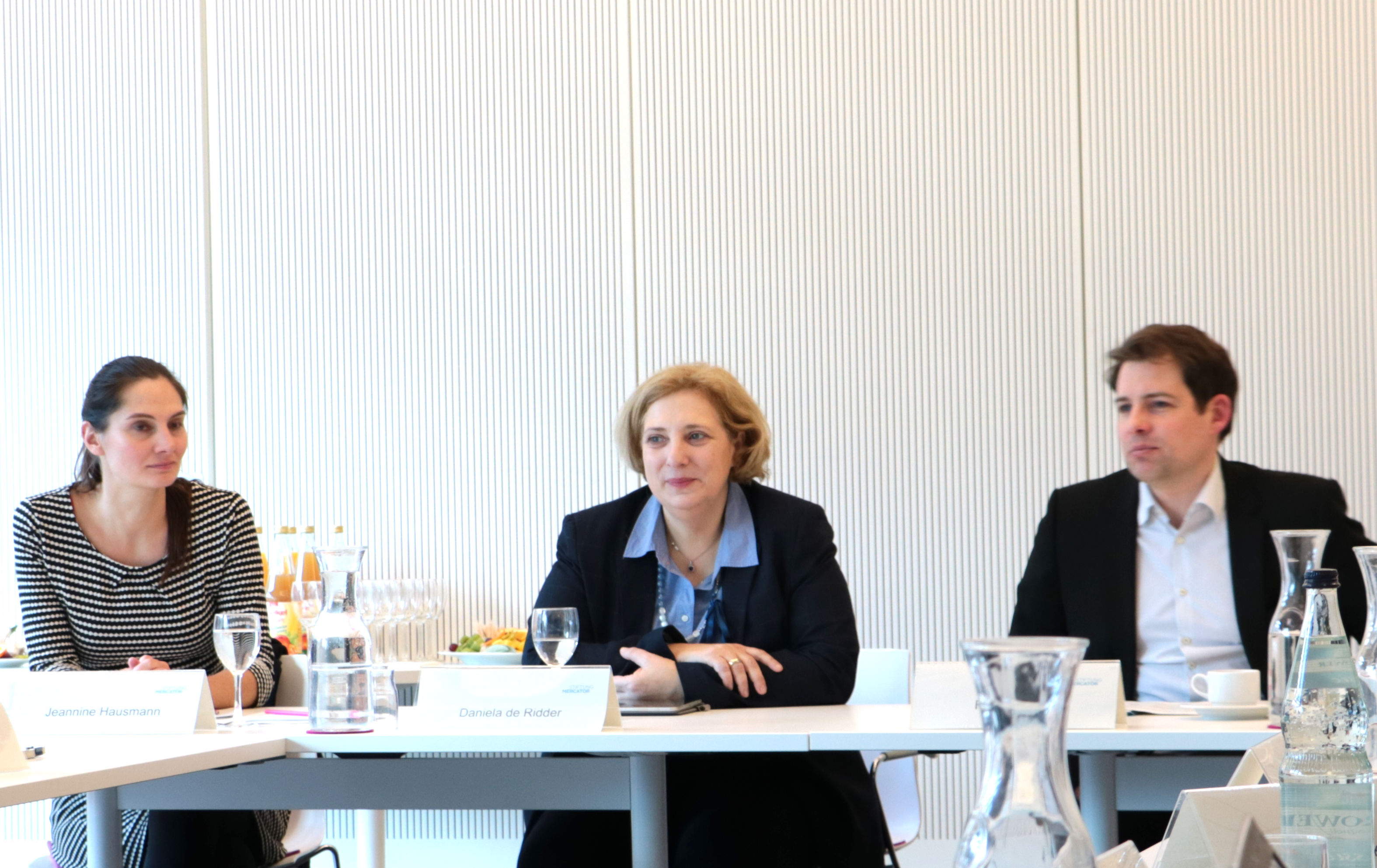 Jeannine Hausmann, Dr. Daniela De Ridder und Felix Streiter beim Mercator Roundtable