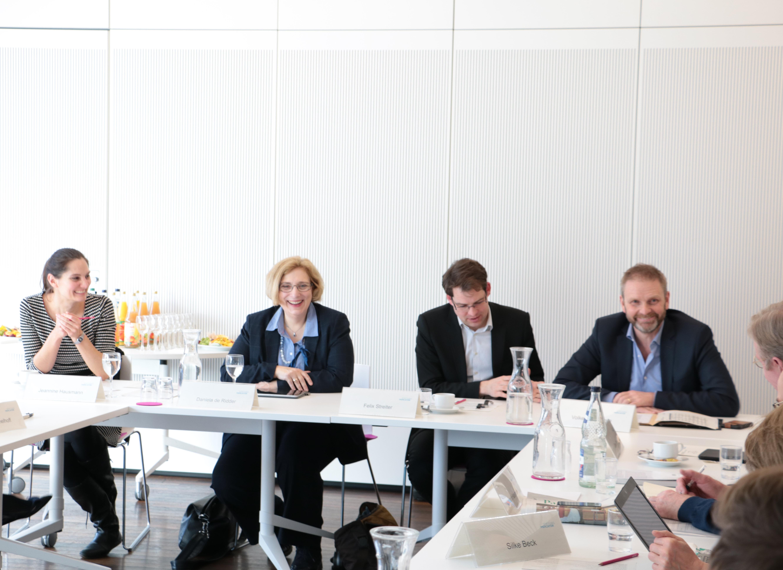 Jeannine Hausmann, Dr. Daniela De Ridder, Felix Streiter und Volker Ratzmann
