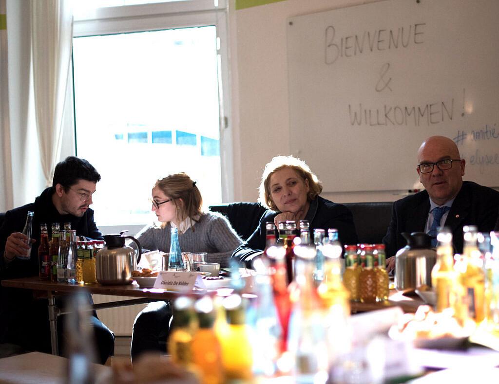 Dr. Daniela De Ridder beim Austausch mit französischen Parlamentarierinnen und Parlamentariern © Kathleen Pracht