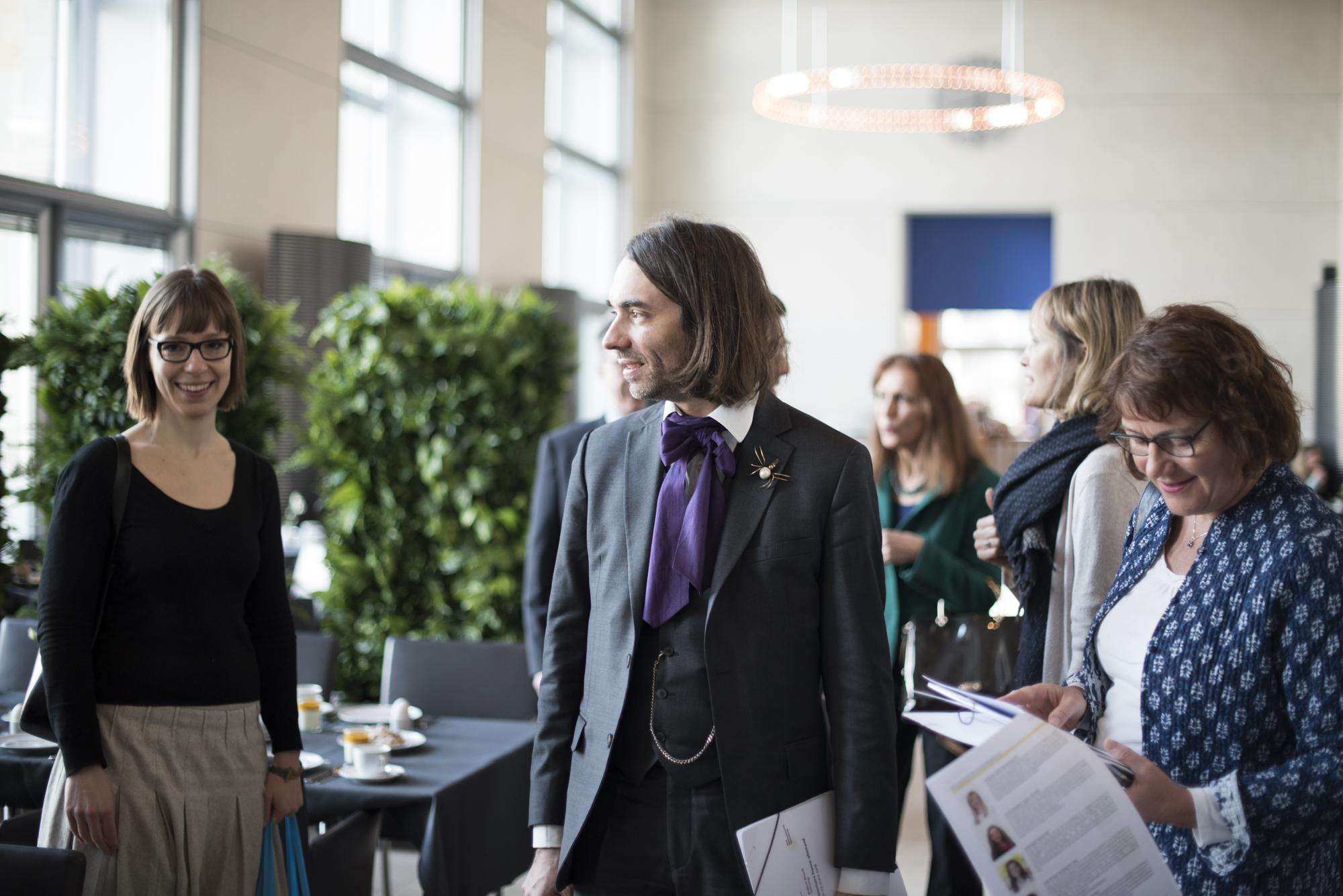 Cédric Villani im Austausch mit deutschen Abgeordneten © Kathleen Pracht