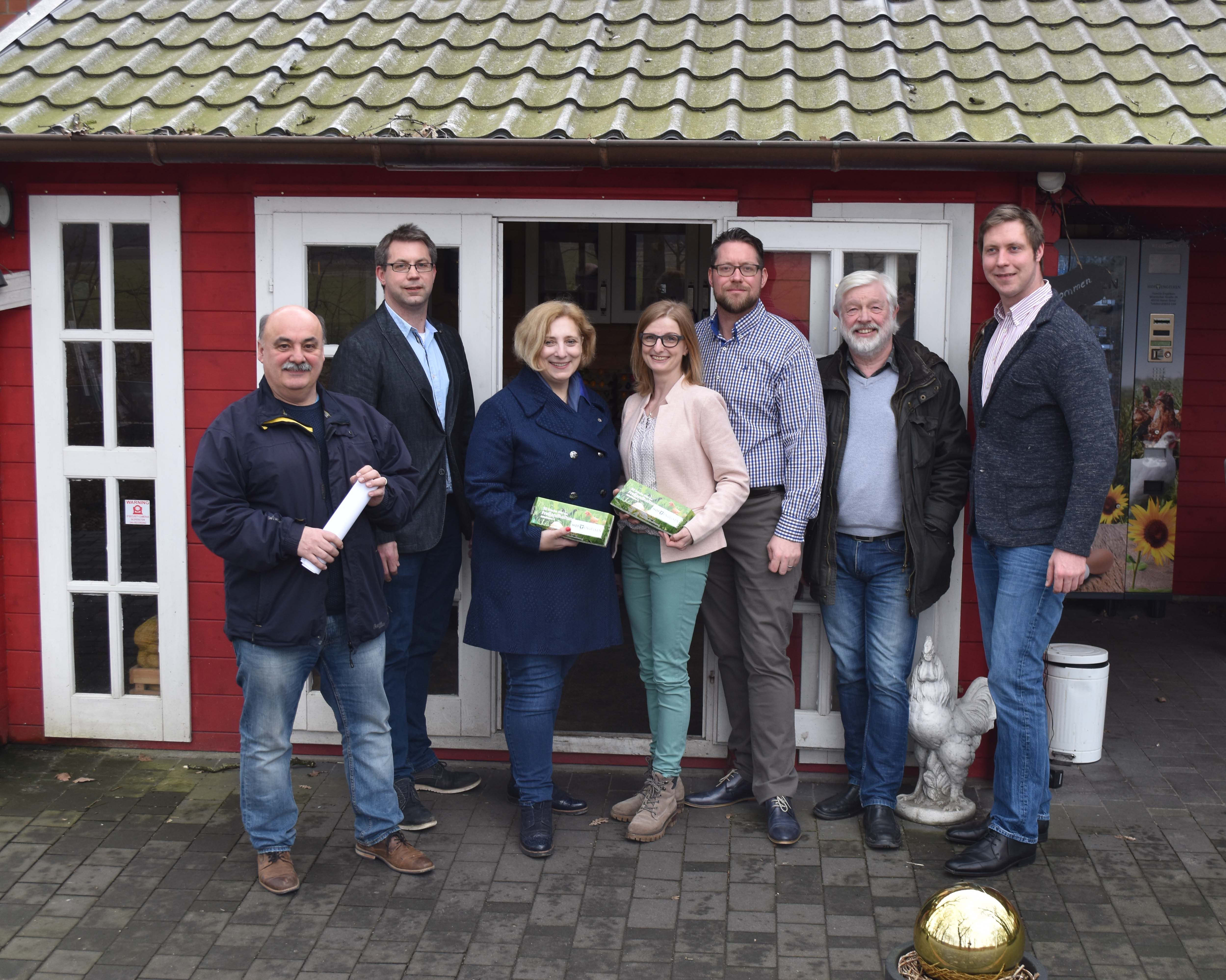 V.l.n.r.: Heinz-Wilhelm Tengen (SPD Ortsverein Haaren), Matthias Engelken, Dr. Daniela De Ridder, Stefanie und Jens Engelken, Christian Engelken, Ulrich Wilde (Vorsitzender der SPD Haaren)