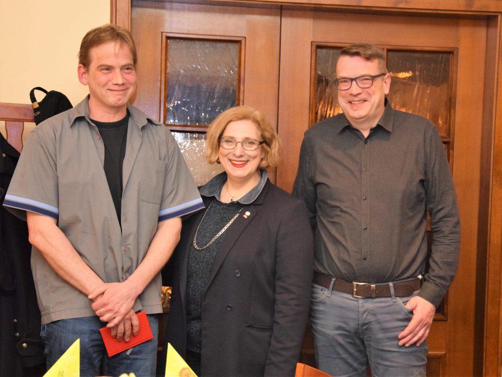 SPD-Neumitglied im Ortsverein Neuenhaus Marc Hebestreit, SPD-Bundestagsabgeordnete Dr. Daniela De Ridder, SPD-Ortsvereinsvorsitzender Neuenhaus Alfred Weiden