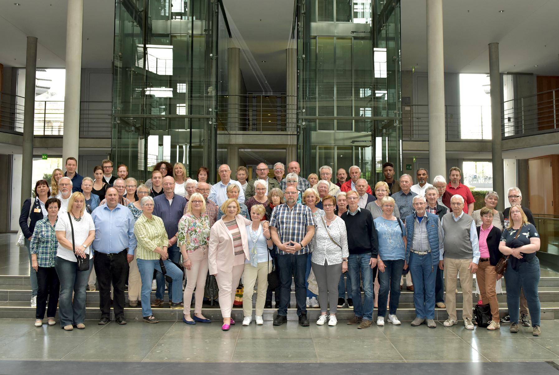 Besuchergruppe aus der Grafschaft Bentheim und dem Emsland bei Dr. Daniela De Ridder - Foto: Bundesregierung / Atelier Schneider