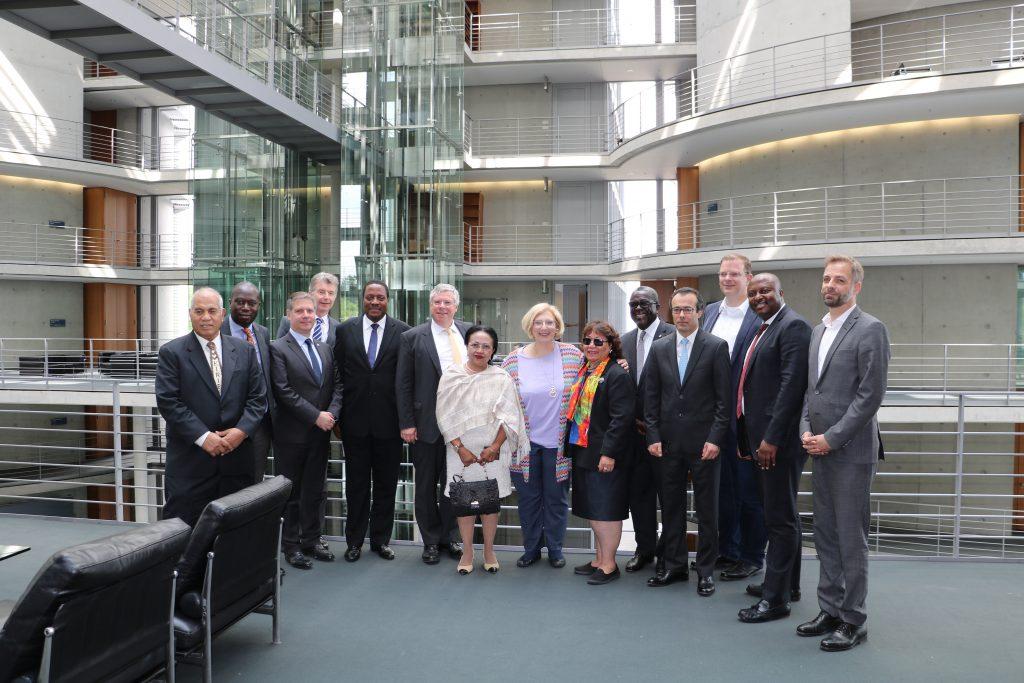 Dr. Daniela De Ridder mit einer Delegation der Botschafterinnen und Botschafter der Vereinten Nationen