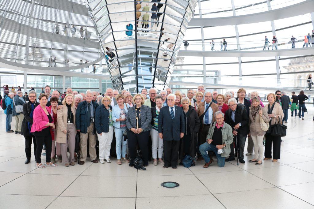 Dr. Daniela De Ridder und die Besuchergruppe der Fédération des Anciens Maires et Adjoints de France (FAMAF)