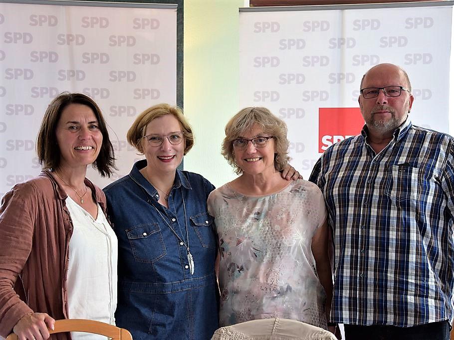 V.l.n.r.: Andrea Kötter, Dr. Daniela De Ridder, Dr. med. Angelika Clausen und Johannes Hessels bei der Blaulichtkonferenz Emsland