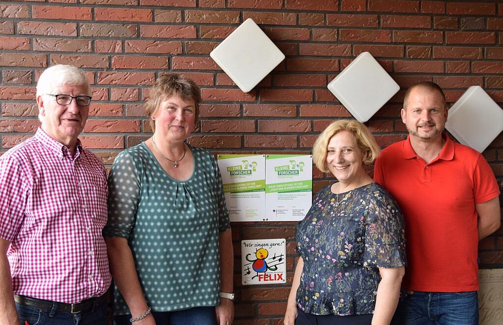 V.l.n.r.: Hermann Nüsse (SPD), Helga Voet (Leiterin), Dr. Daniela De Ridder, Christian Kerperin (SPD)