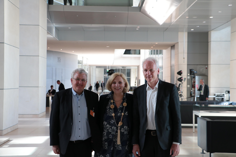 Prof. Dr. Klaus Reder, Dr. Daniela De Ridder und Dr. Dieter Wenderlein im Bundestag