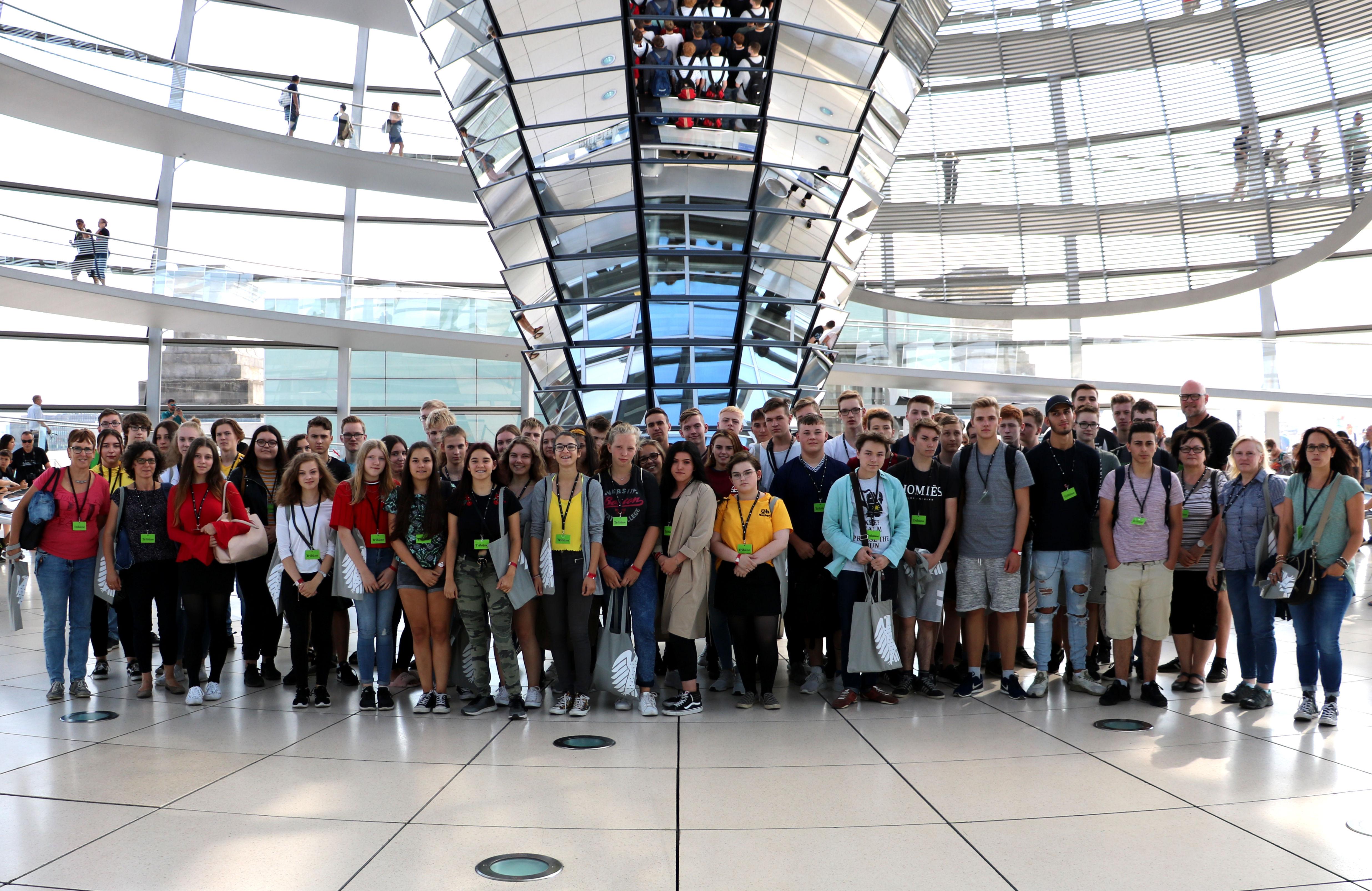 Besuch der Friedensschule Lingen im Bundestag