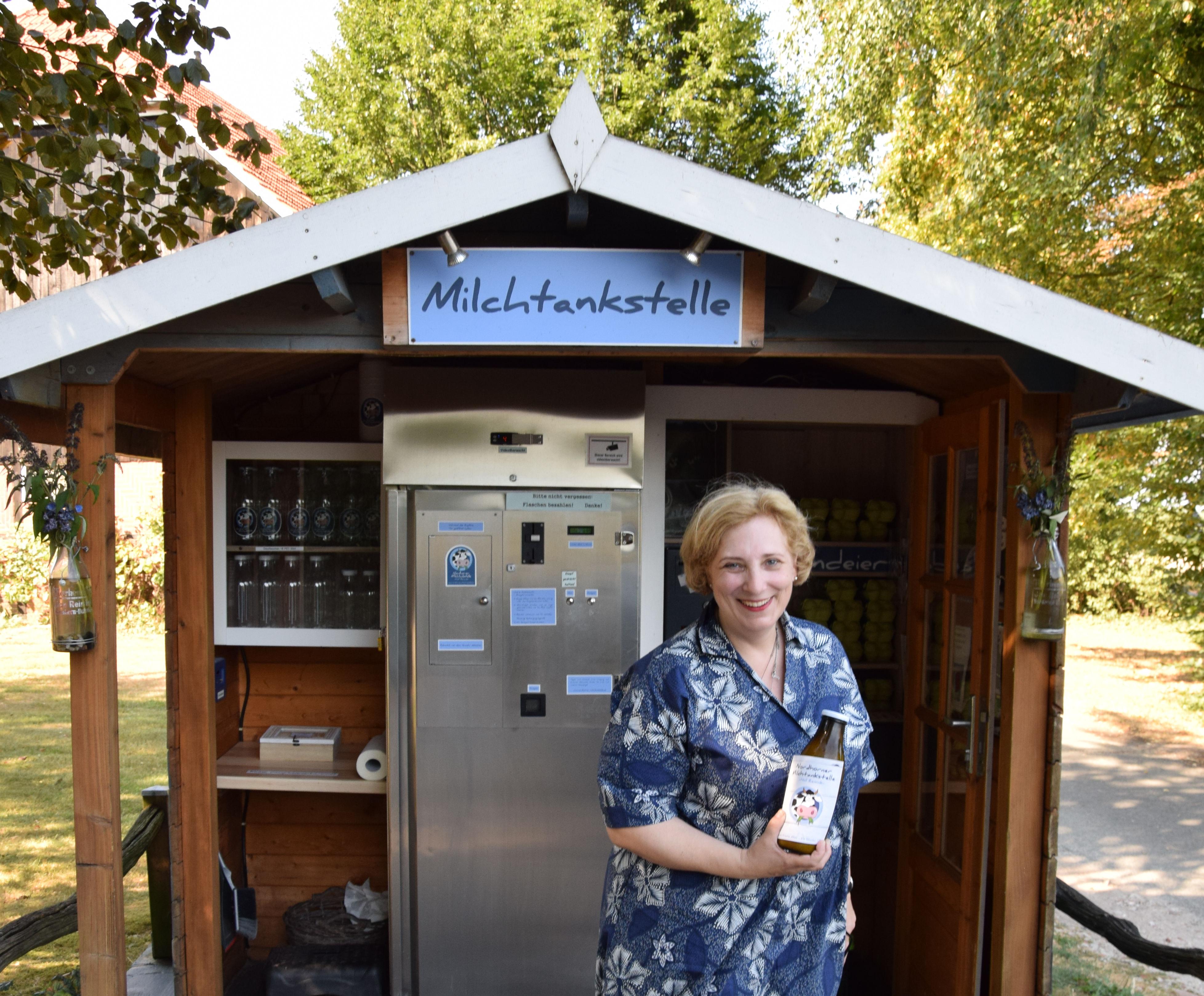 Dr. Daniela De Ridder wirbt für die Milchtankstellen der Region