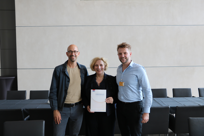 Jochen Steinhilber, Dr. Daniela De Ridder und  Konstantin Bärwaldt
