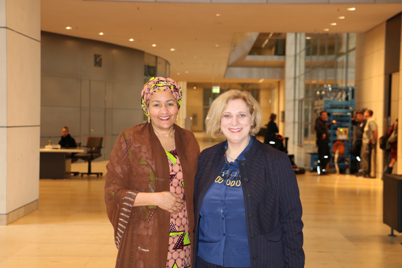 Amina J. Mohammed und Dr. Daniela De Ridder