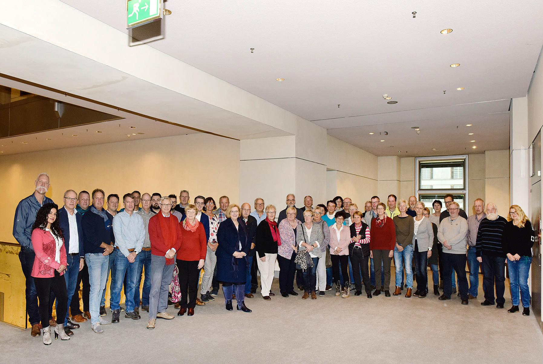 Besuchergruppe von Dr. Daniela De Ridder (Foto: Bundesregierung / Volker Schneider)