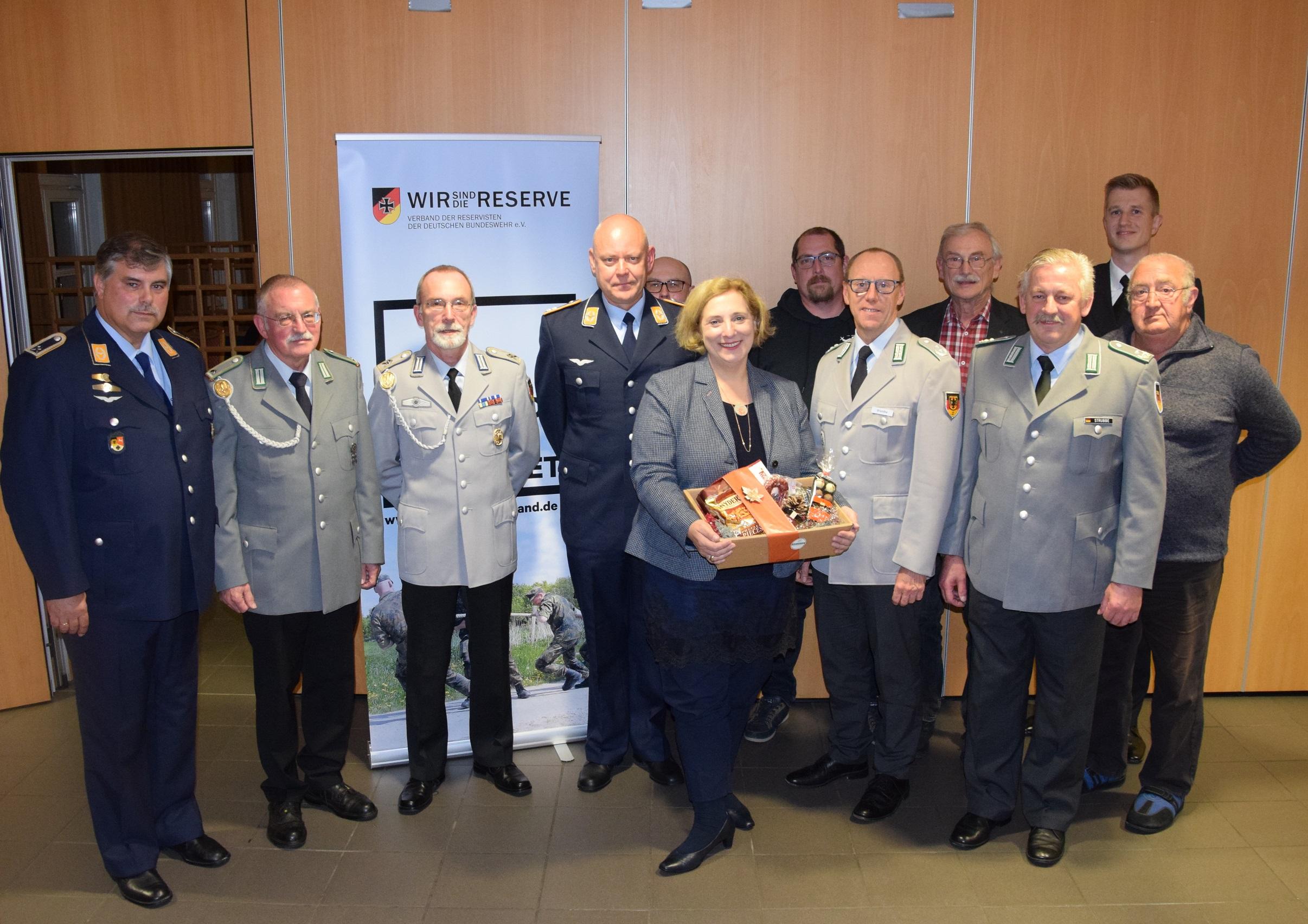 Dr. Daniela De Ridder bei der Reservistenkameradschaft in Lingen