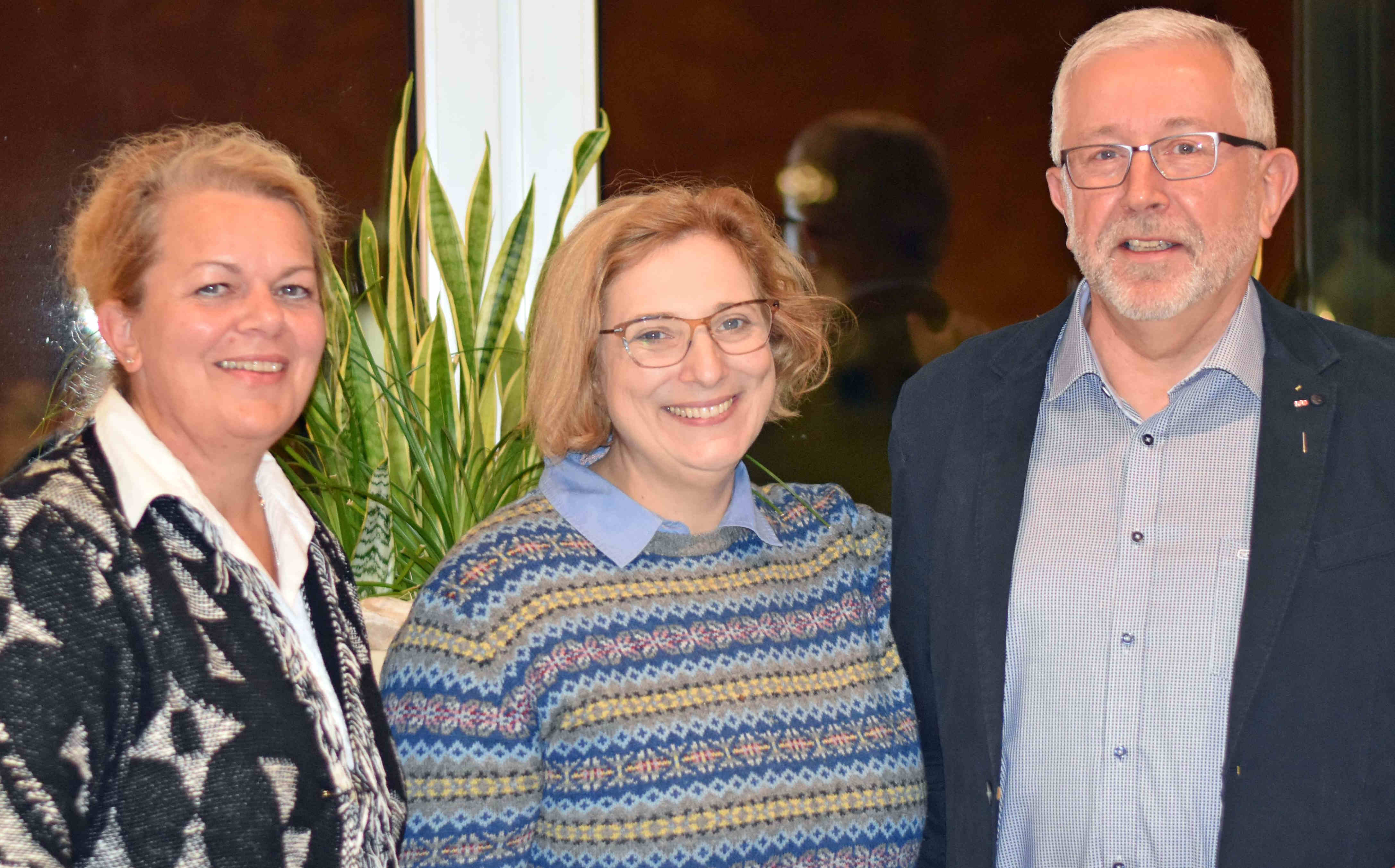 Simone Plöger-van-Dijk (OV-Vorsitzende SPD Haselünne), Dr. Daniela De Ridder (SPD-Bundestagsabgeordnete), Jürgen Leuchtmann (Ehrung für 40 Jahre SPD-Mitgliedschaft)