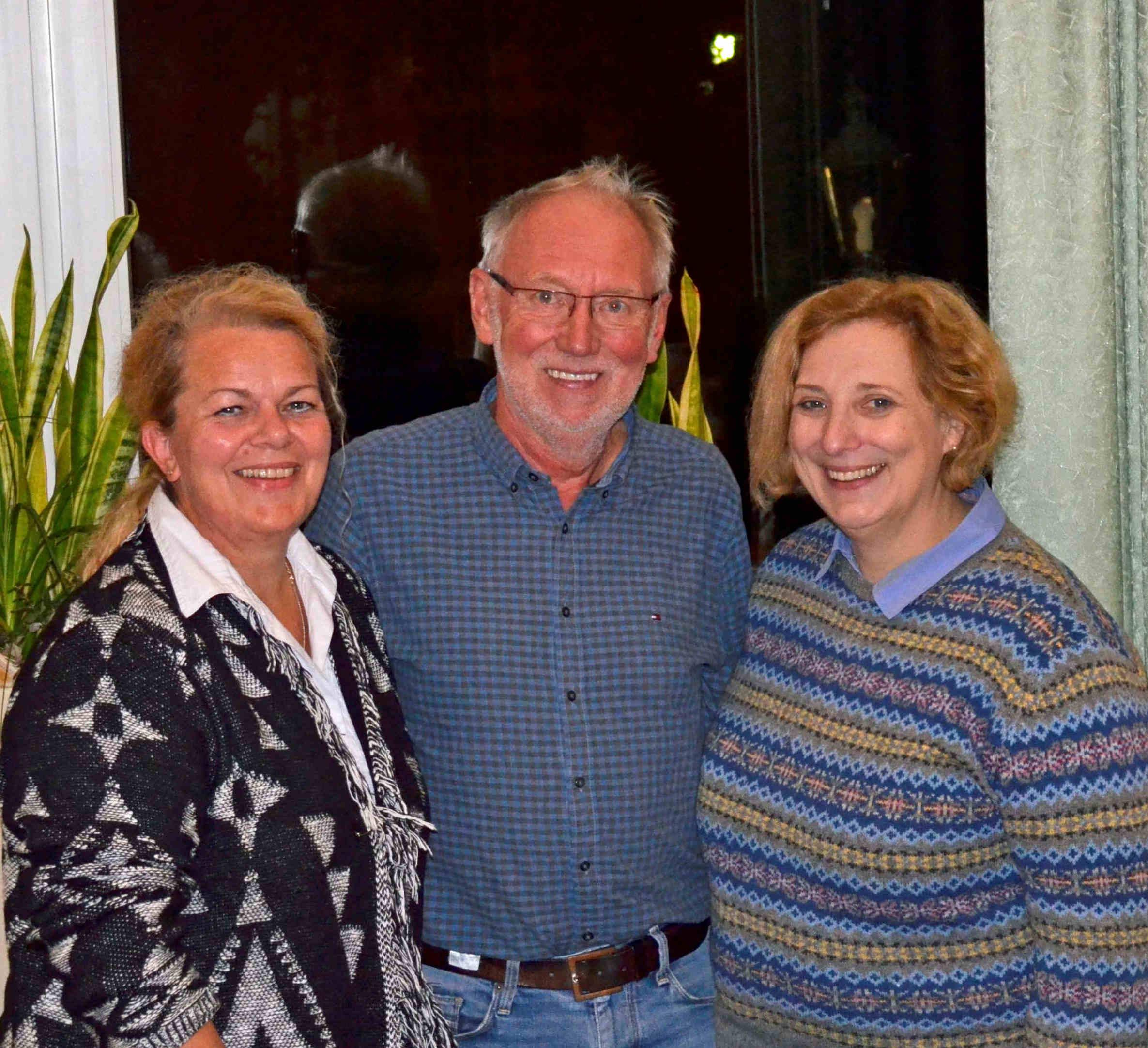 Simone Plöger-van-Dijk (OV-Vorsitzende SPD Haselünne), Rolf Hopster (Ehrung für 35 Jahre SPD-Mitgliedschaft), Dr. Daniela De Ridder (SPD-Bundestagsabgeordnete)